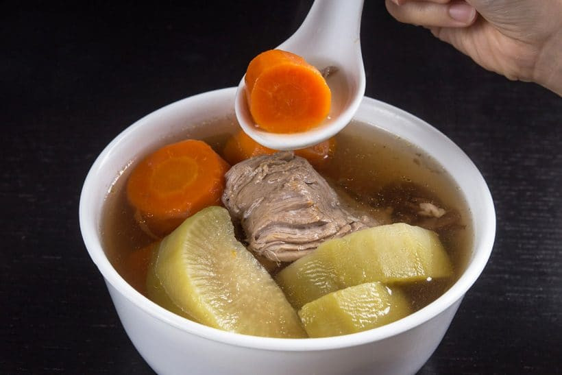 Healthy Asian Soup Recipes  Pressure Cooker Pork Shank Carrots Soup Recipe 青紅蘿蔔豬腱湯