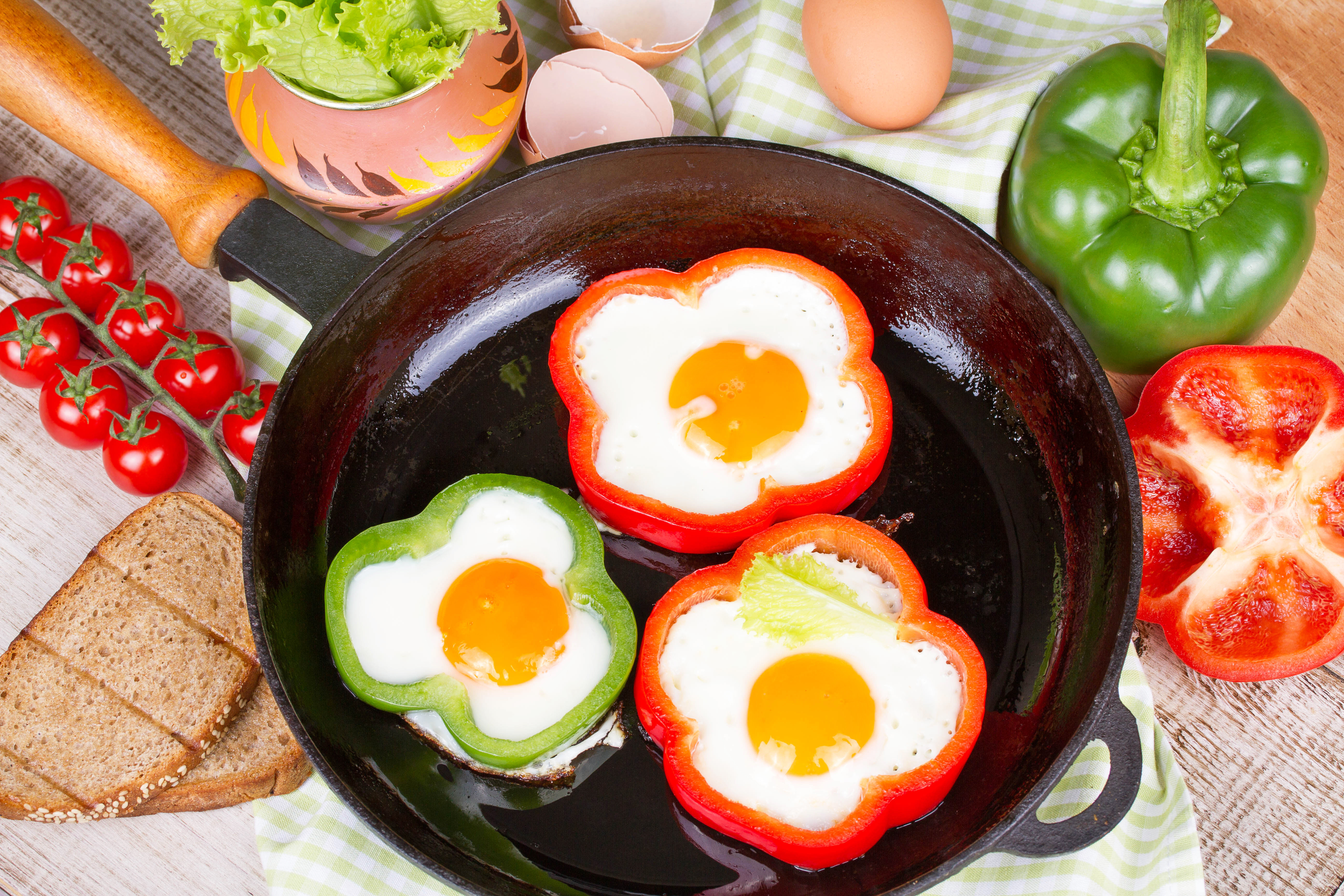 Healthy Breakfast Alternatives  healthy breakfast alternative of egg and pepper Roo de