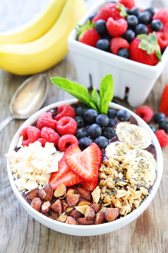 Healthy Breakfast Bowl Recipe  Berry Banana Smoothie Bowl Recipe