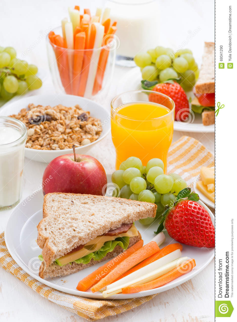 Healthy Breakfast For School  Healthy School Breakfast With Fruits And Ve ables