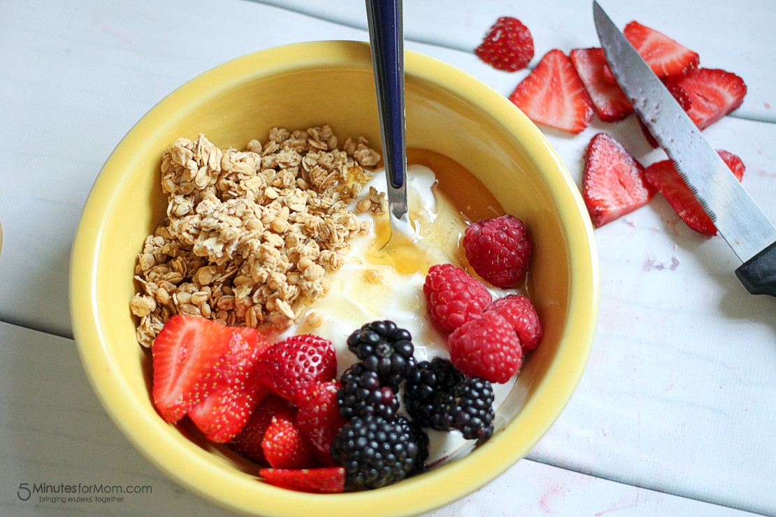 Healthy Breakfast Pictures  Delicious and Healthy Breakfast Bowl with Greek Yogurt
