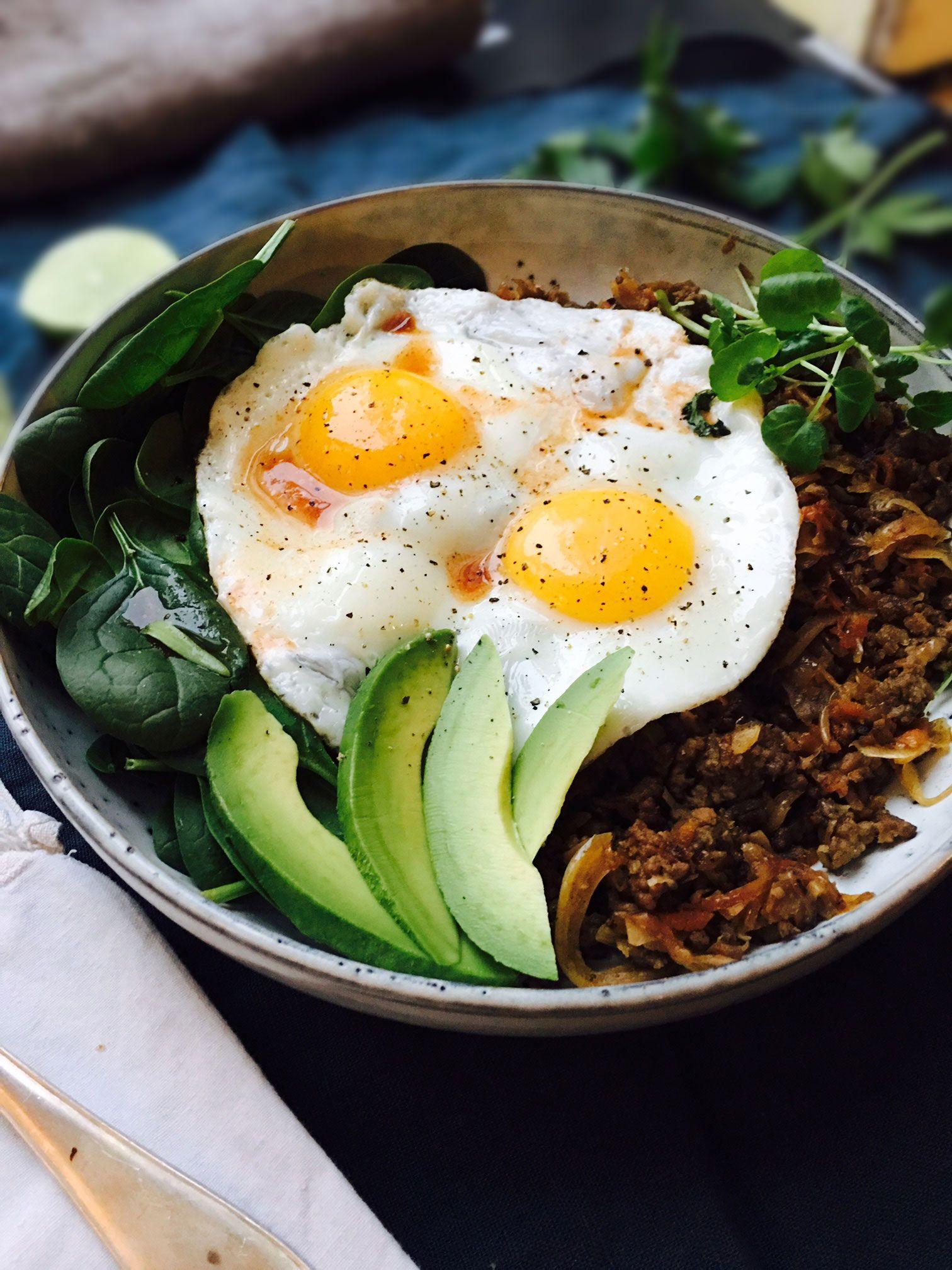 Healthy Breakfast That Keeps You Full  Healthy breakfast bowl that will keep you full until lunch