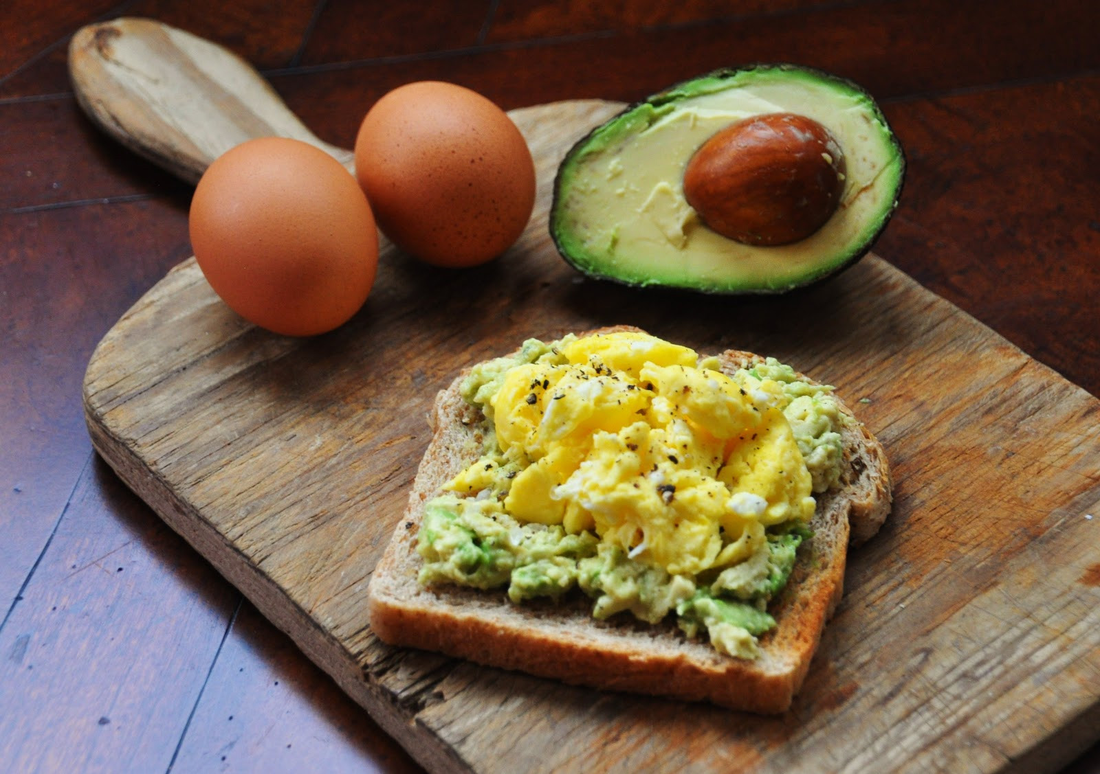 Healthy Breakfast With Eggs And Avocado  A LA GRAHAM EGG AND AVOCADO TOAST CLEAN EATING