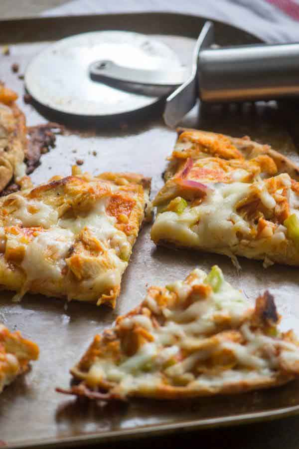 Healthy Buffalo Chicken Pizza  Flatbread Buffalo Chicken Pizza Simple Green Moms