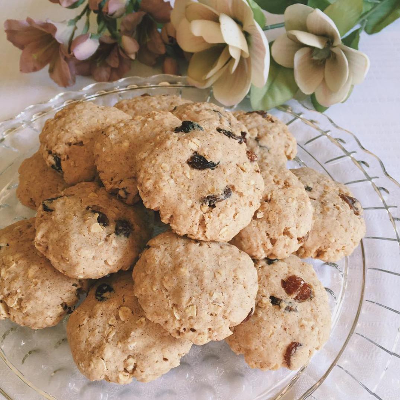 Healthy Chewy Oatmeal Raisin Cookies  Sunday Spotlight 1