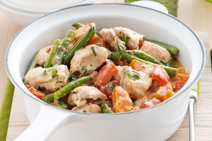 Healthy Chicken Casserole With Vegetables  Spicy chicken and ve able casserole