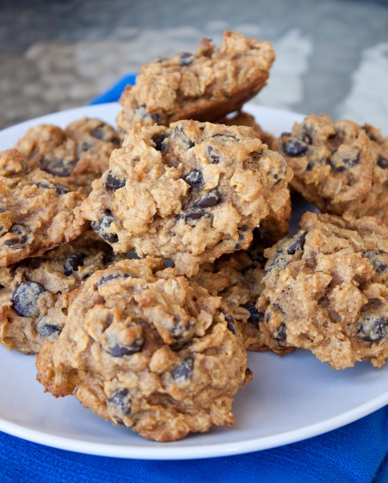 Healthy Chocolate Chip Oatmeal Cookies  healthier oatmeal chocolate chip cookies