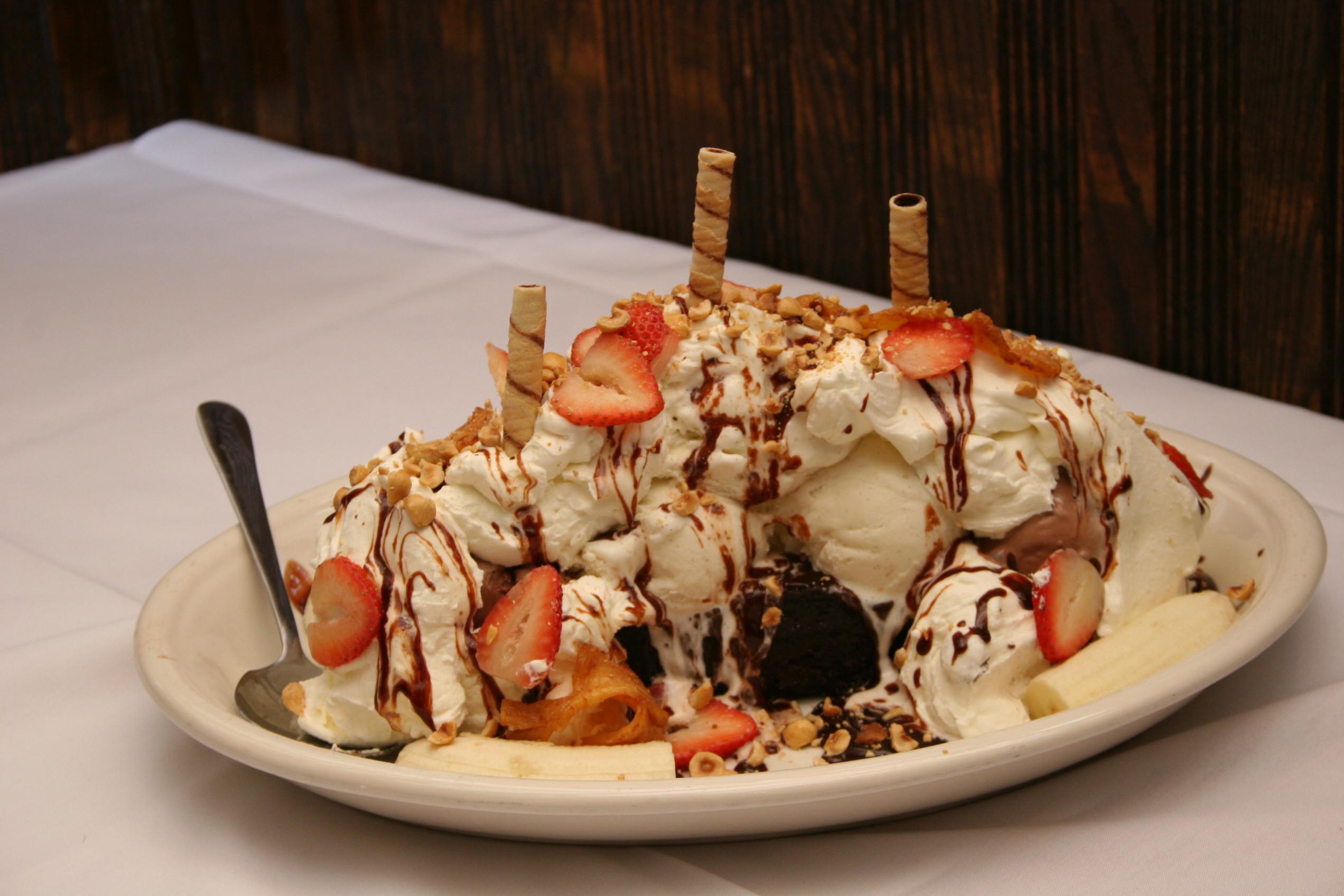 Healthy Desserts Nyc  Titanic at Carmine's CBS New York