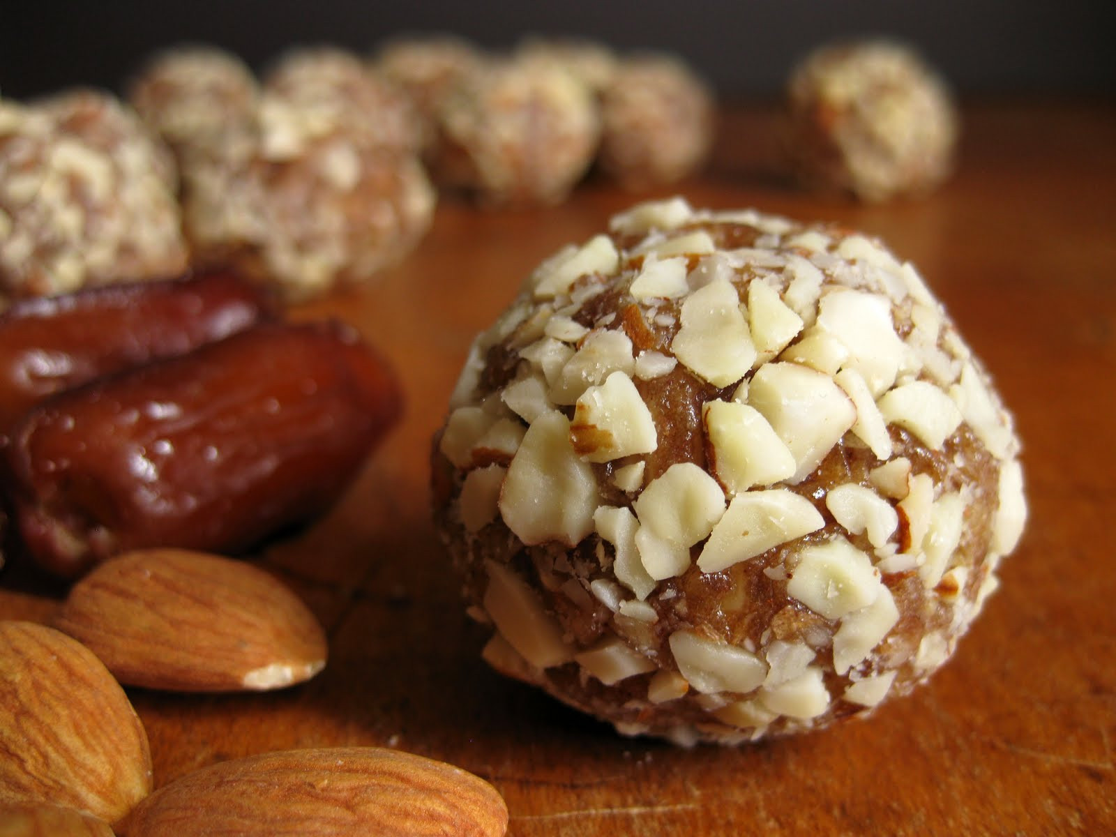 Healthy Desserts With Dates  Easy Recipe for Healthy Almond & Date Treats Paleo