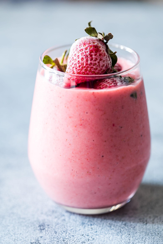 Healthy Fruit Smoothies With Yogurt  Frozen Strawberry Greek Yogurt Smoothie 10 minute Breakfast