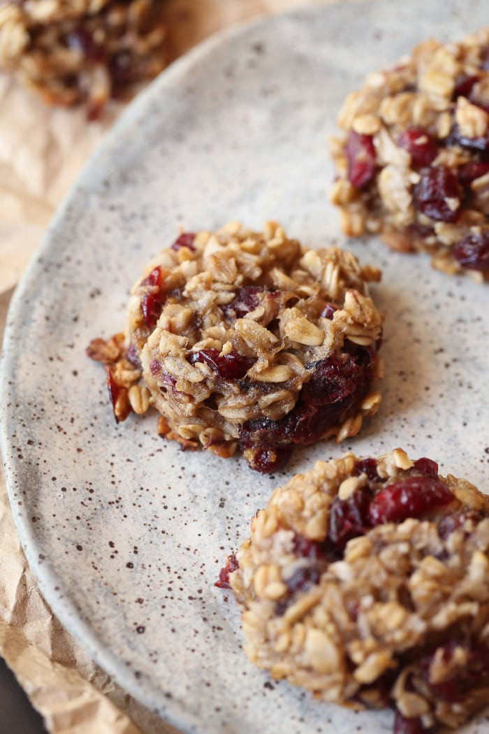 Healthy No Bake Cookies With Banana  Healthy Banana Oat Cookies Cookies and Cups