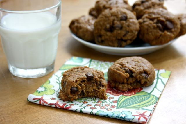Healthy Oatmeal Molasses Cookies  Healthy Peanut Butter Oatmeal Chocolate Chip Cookies