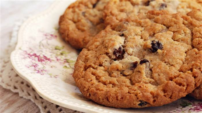 Healthy Oatmeal Raisin Chocolate Chip Cookies  Joy Bauer s low calorie oatmeal raisin cookies pizza