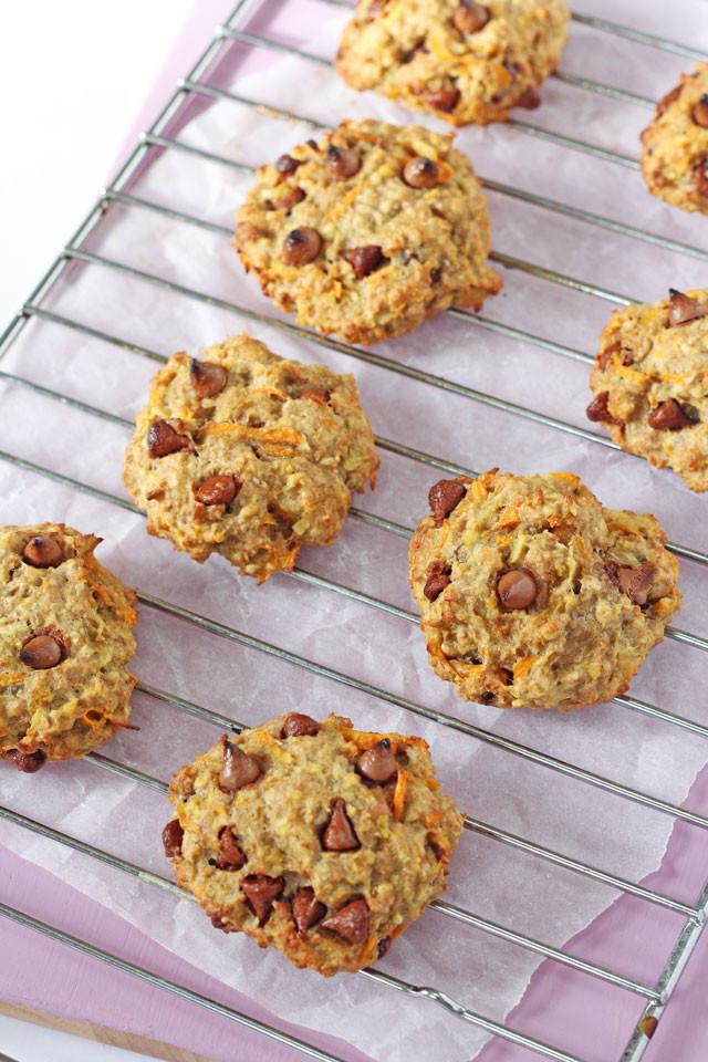Healthy Oatmeal Snacks  Healthy Carrot & Apple Breakfast Oat Cookies