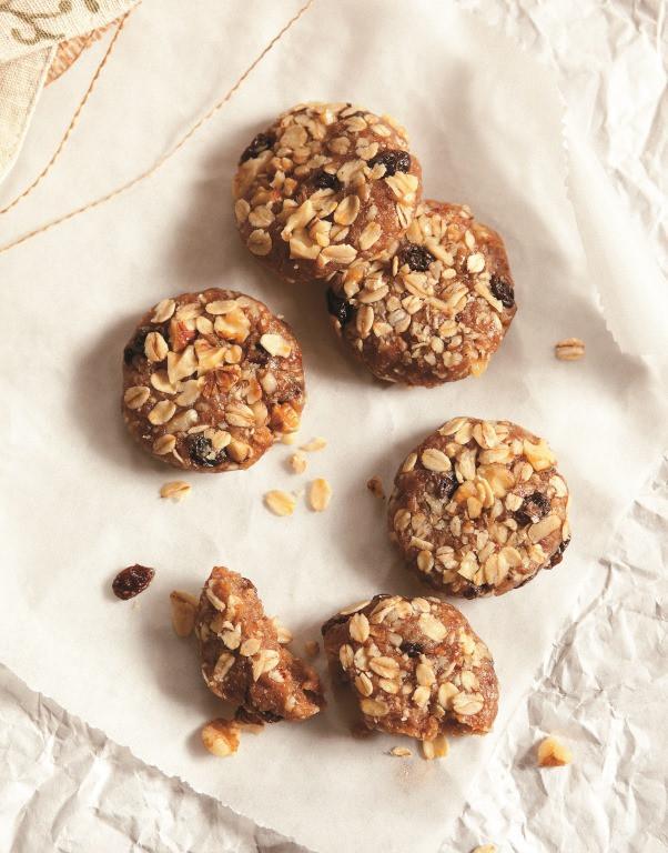 Healthy Oatmeal Walnut Cookies  Book Review Raw & Simple by Judita Wignall Plus Raw
