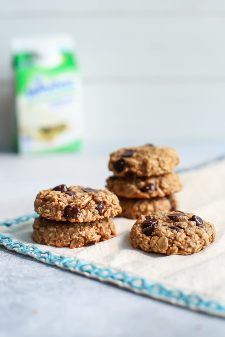 Healthy Peanut Butter Oatmeal Chocolate Chip Cookies  Healthy Peanut Butter Oatmeal Cookies with Chocolate Chips