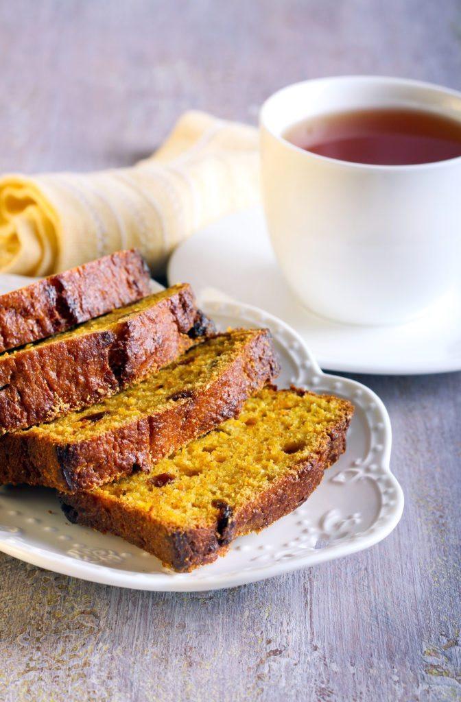 Healthy Pumpkin Bread With Applesauce  Healthy Pumpkin Bread with Apples and Raisins