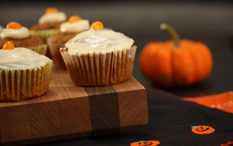 Healthy Pumpkin Cupcakes  A Healthy Halloween Pumpkin Cupcake