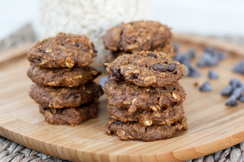 Healthy Pumpkin Oatmeal Chocolate Chip Cookies  11 Healthy Pumpkin Recipes Just In Time For Halloween Treats