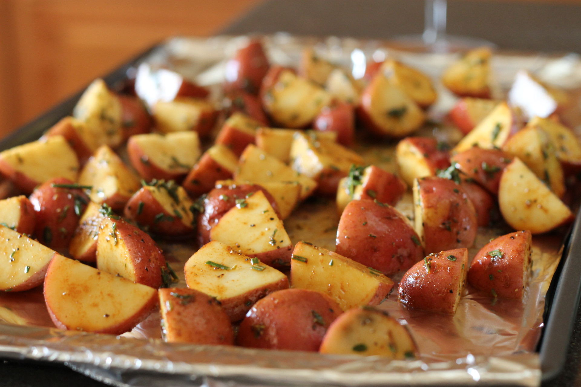 Healthy Roasted Red Potatoes  A healthy side dish roasted red potatoes