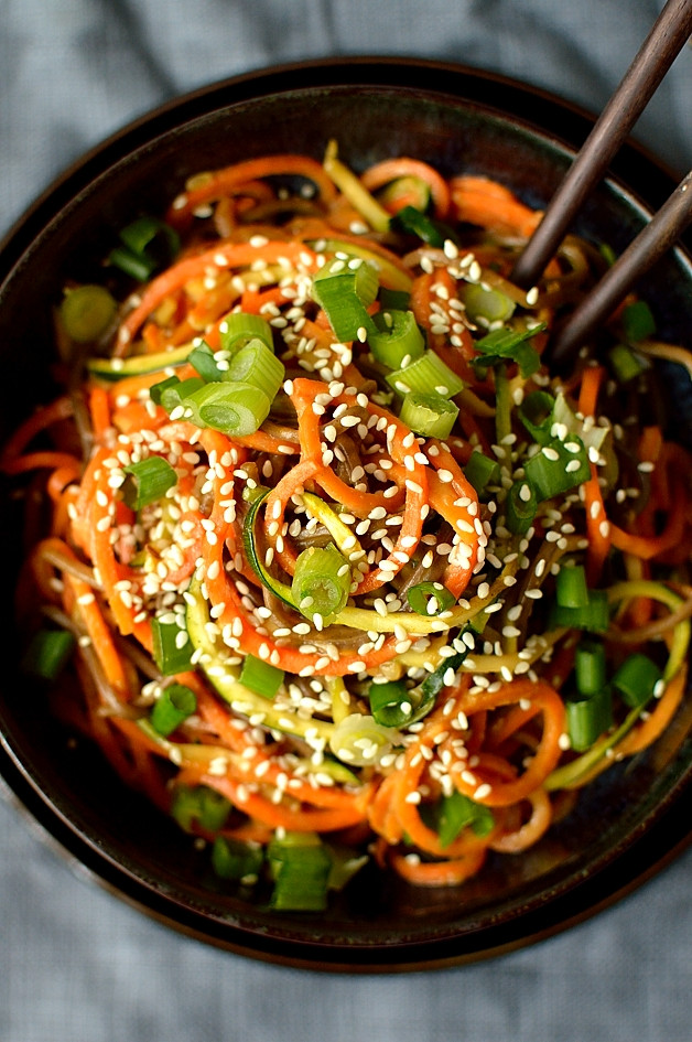 Healthy Sauces For Vegetables  Spiralized Ve able Noodle Bowls With Peanut Sauce & An