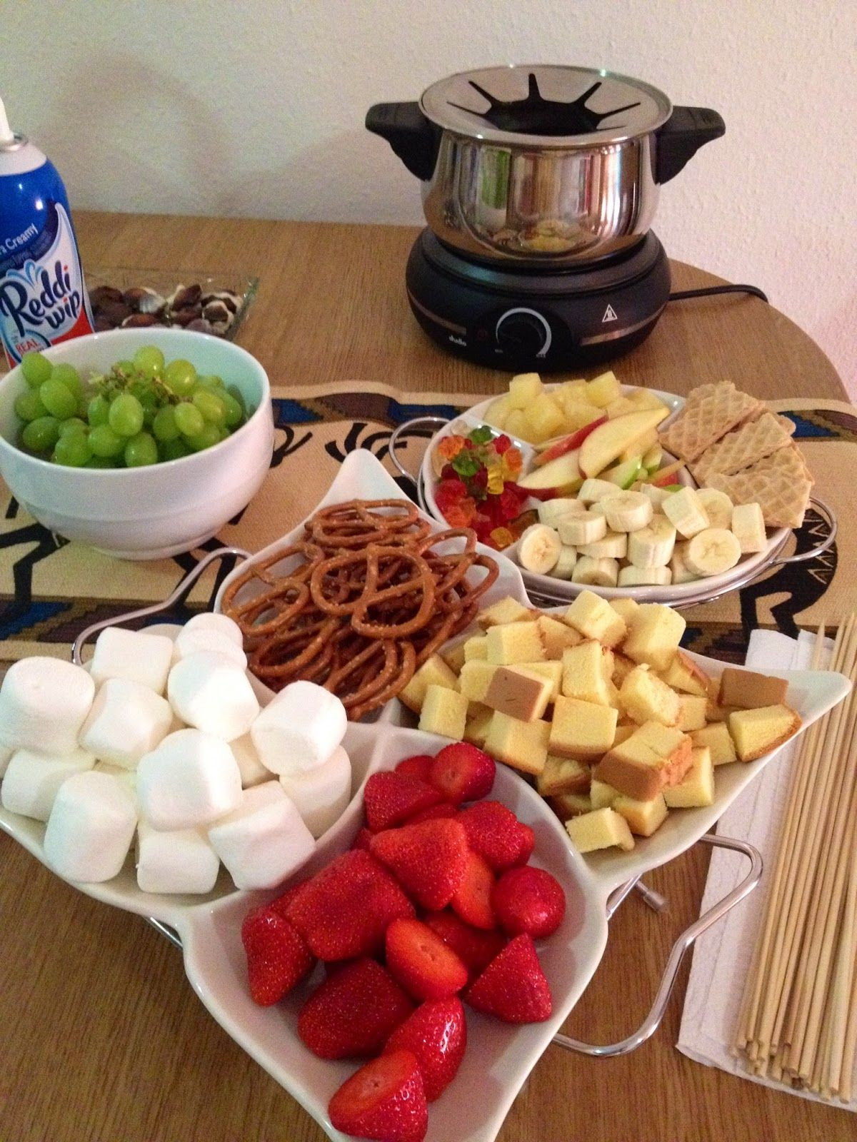 Healthy Snacks For Game Night  Girls Night In With chocolate fondue recipe