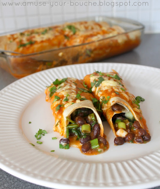 Healthy Spinach Enchiladas  Spinach and black bean enchiladas with homemade sauce