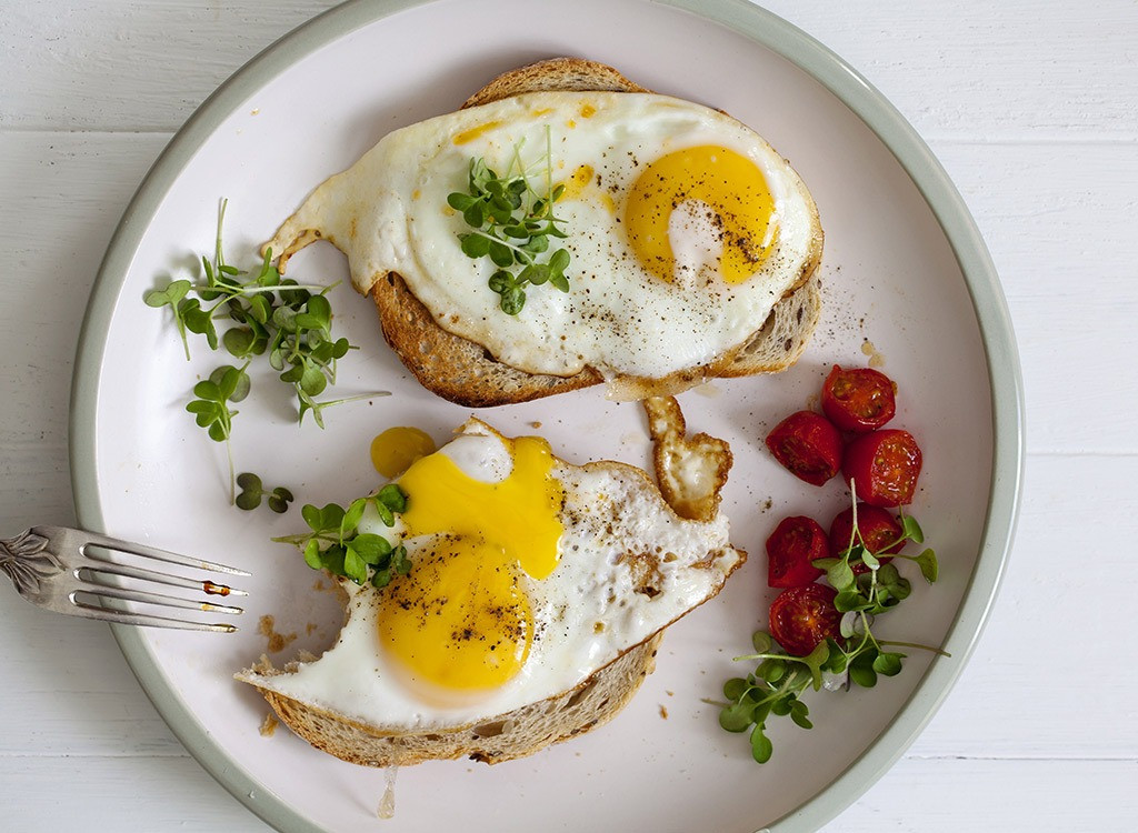 Healthy Things For Breakfast  12 Things That Happen To Your Body When You Eat Eggs