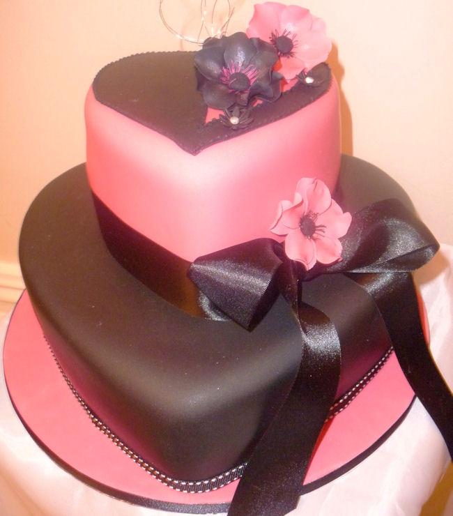 Heart Shape Wedding Cakes  Heart Shaped Wedding Cake in 3 Tiers