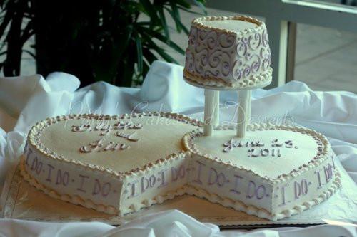 Heart Shaped Wedding Cakes  Gorgeous heart shaped wedding cakes