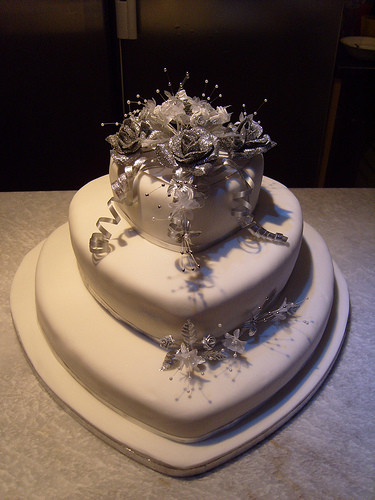 Heart Shaped Wedding Cakes  silver and white heart shaped wedding cake