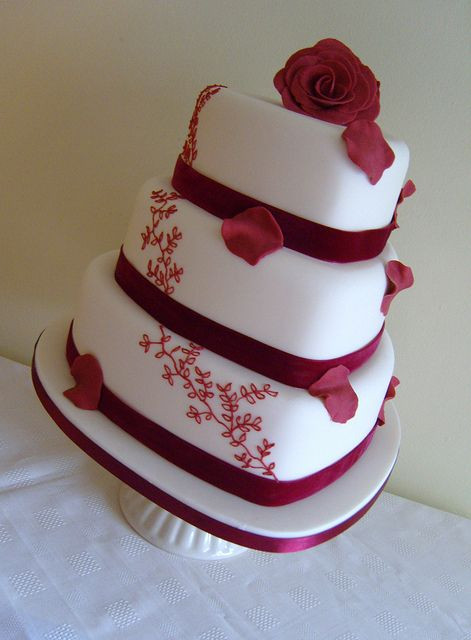 Hearts Wedding Cakes  13 Perfectly Sweet Heart Shaped Wedding Cakes