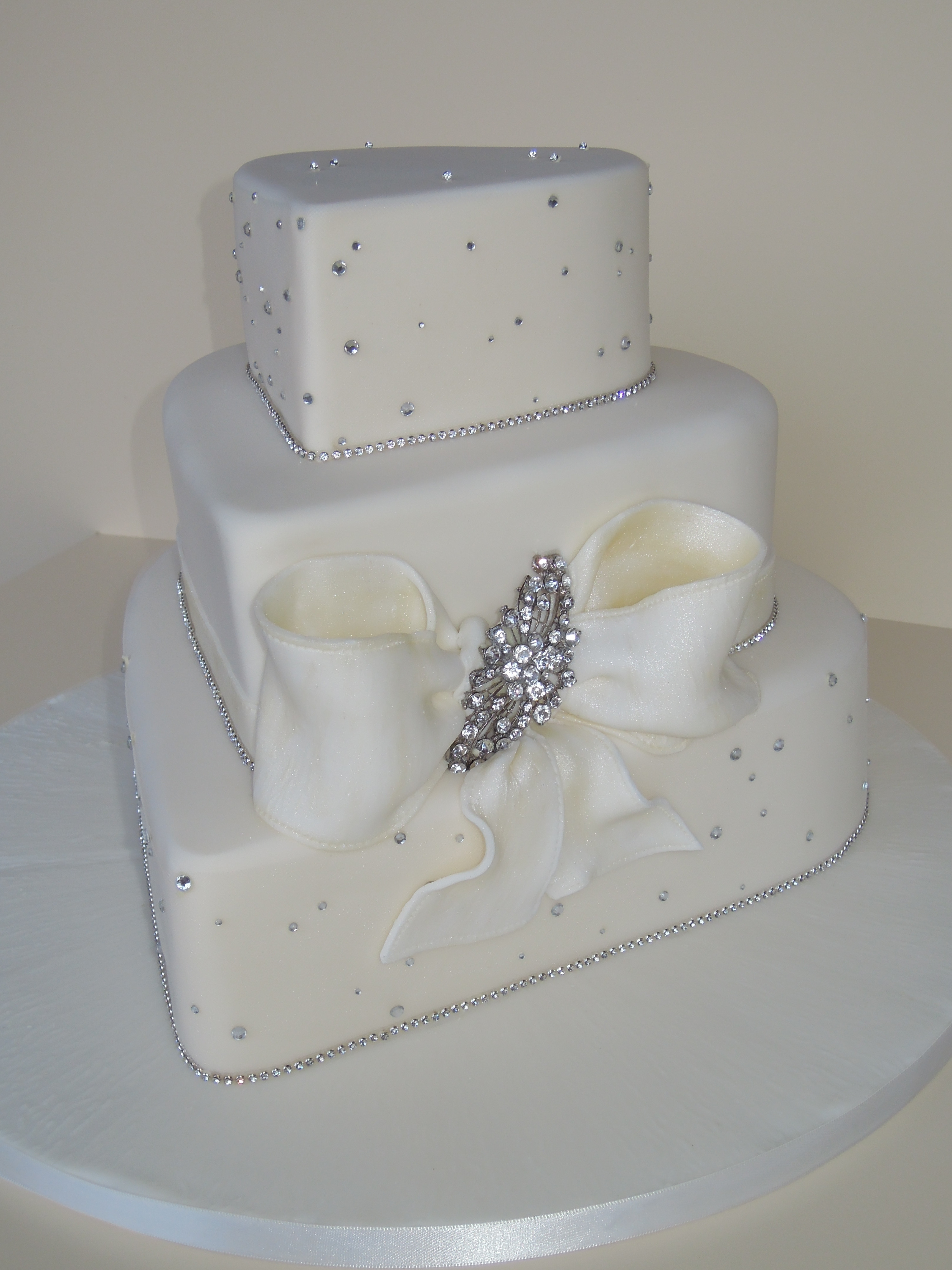 Hearts Wedding Cakes  Heart wedding cakes an original way of spicing up idea