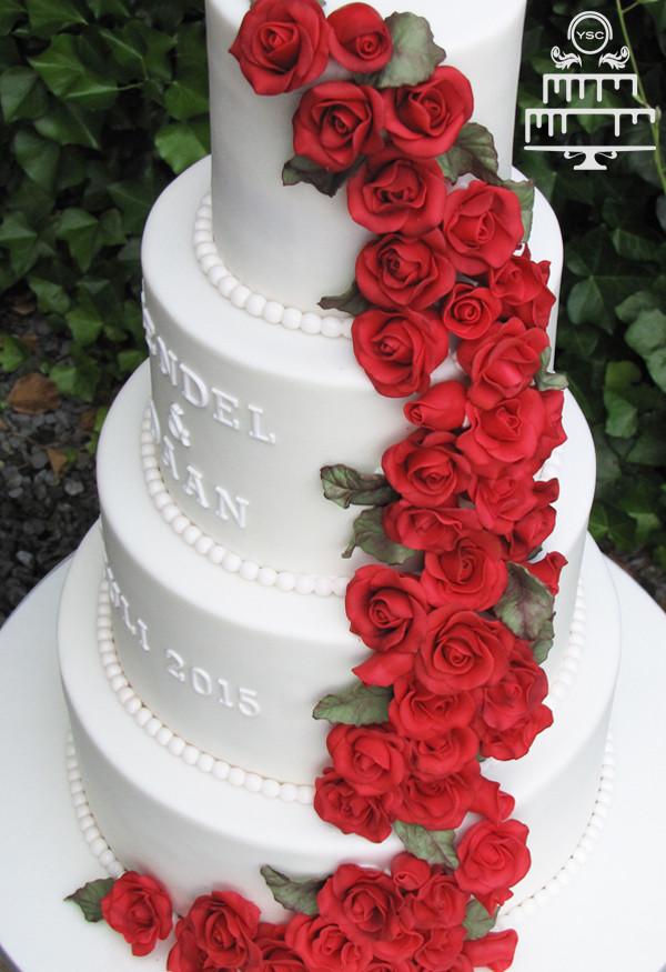 Heb Wedding Cakes  Bruidstaart met waterval van rozen • Yummie Sweet Cakes