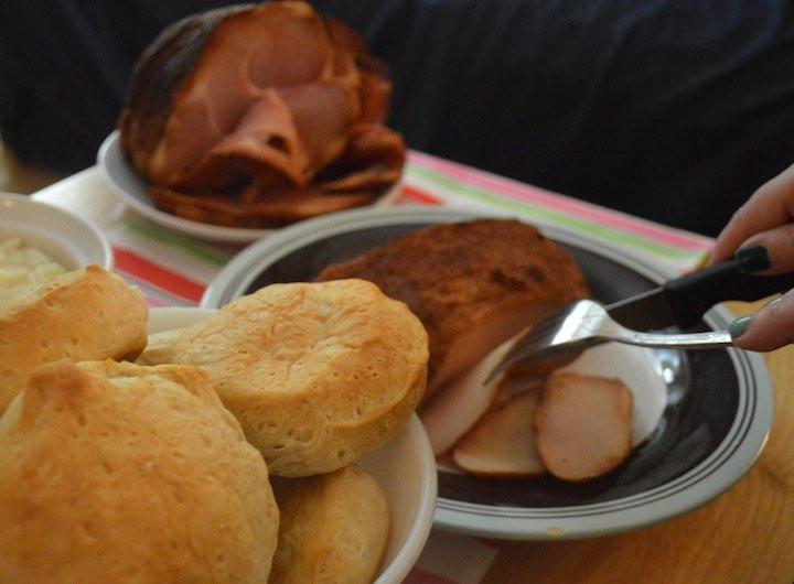 Honeybaked Ham Easter Dinner  5 Easy Easter Dinner Tips with HoneyBaked Ham Style Island