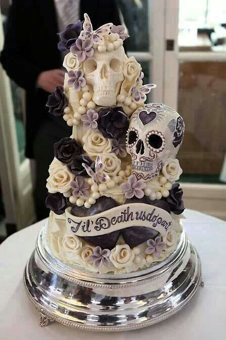 Horror Wedding Cakes  Skull wedding cake horror cake Halloweenwedding