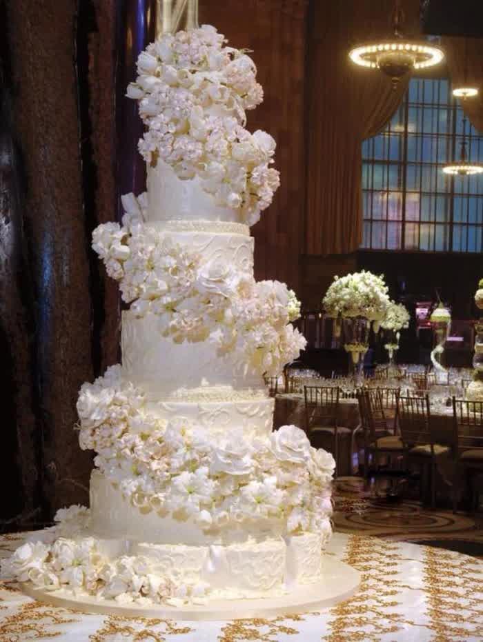 Huge Wedding Cakes  Big Wedding Cake Fascinating Ideas and Inspirations