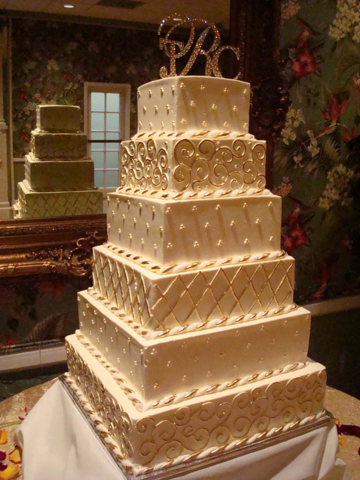 Huge Wedding Cakes  Top of the 5 Big Wedding Cakes