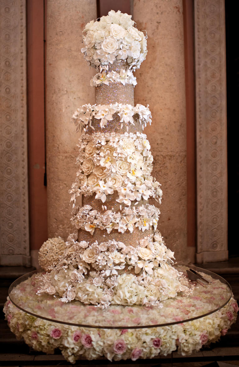 Huge Wedding Cakes  10 Wedding Cakes That Almost Look Too Pretty To Eat