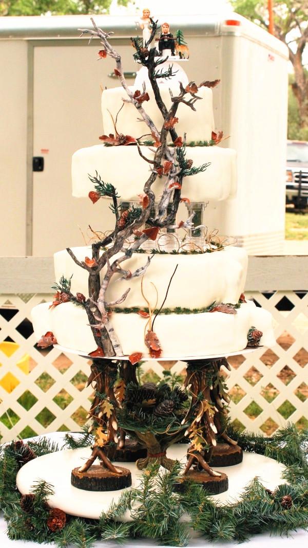 Hunting Wedding Cakes  Camo Wedding Ideas For Redneck Weddings
