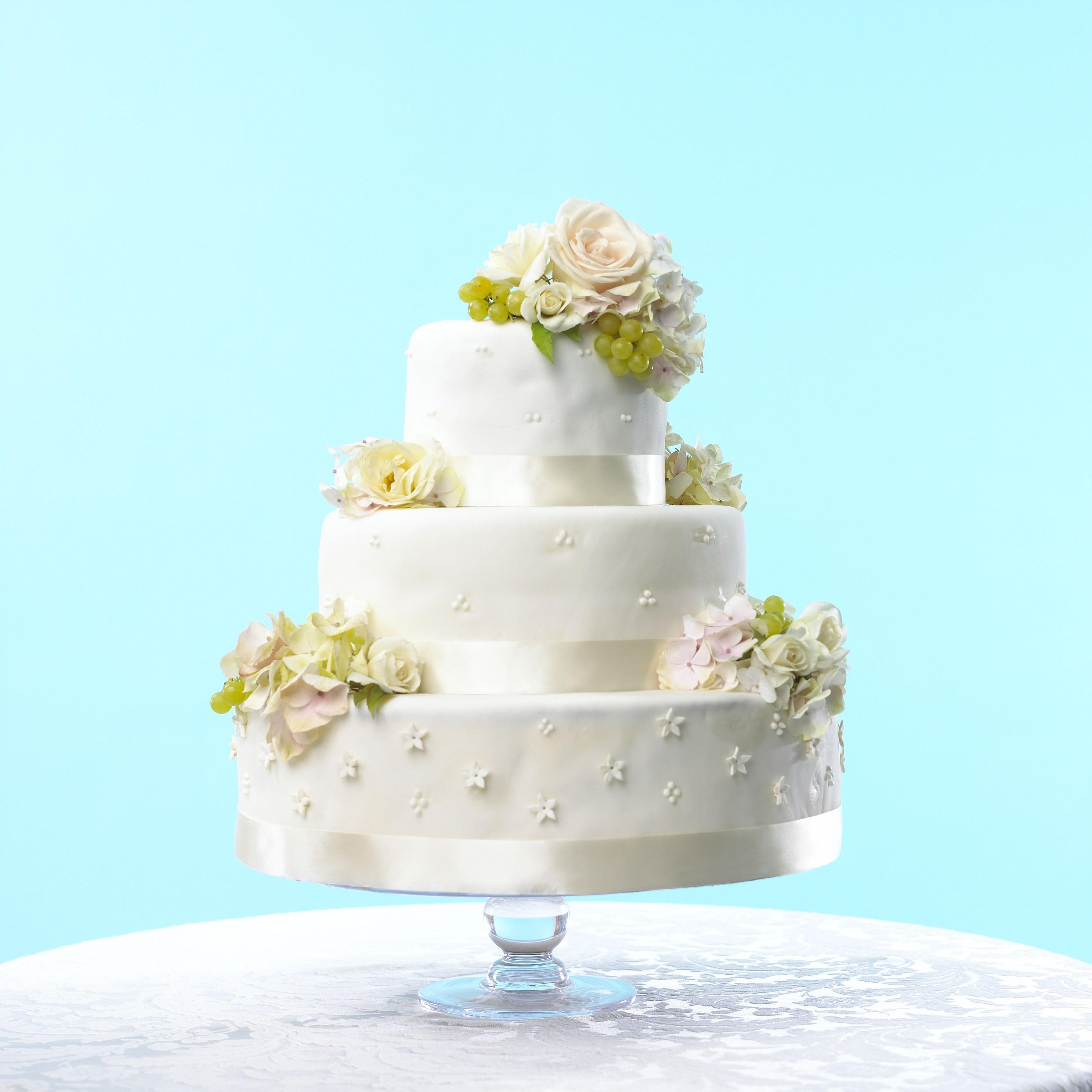 I Do Wedding Cakes  This Wedding Cake Looks Exactly Like a Life Size Wedding