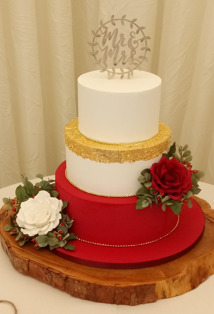 Iced Wedding Cakes  Galleries royal iced wedding cakes Donna Jane Cakes