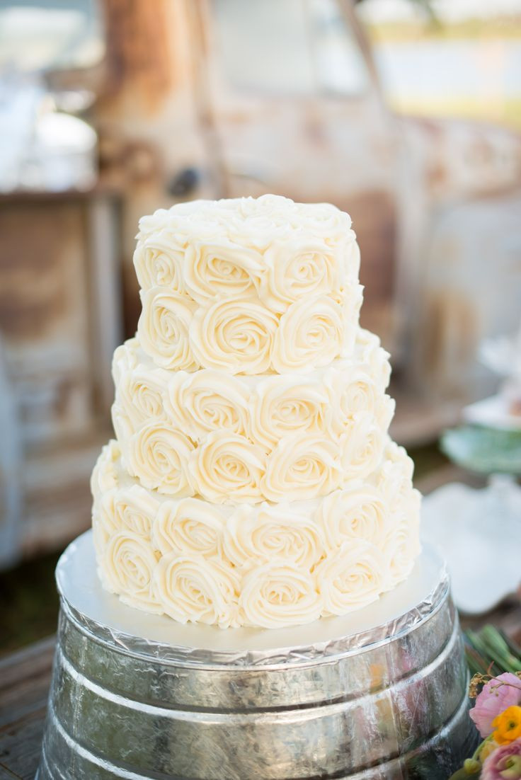 Icing For Wedding Cakes  1000 images about wedding cakes on Pinterest