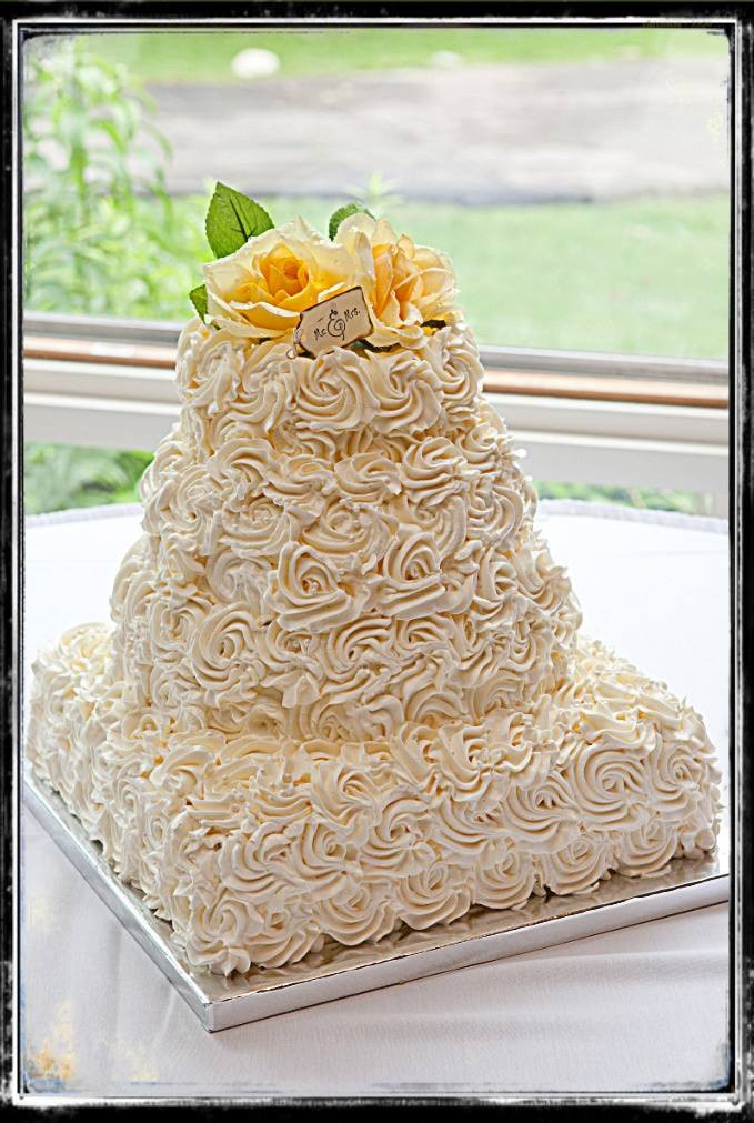 Icing Wedding Cakes  Wedding Cake Frosting And Cake Frosting Recipes