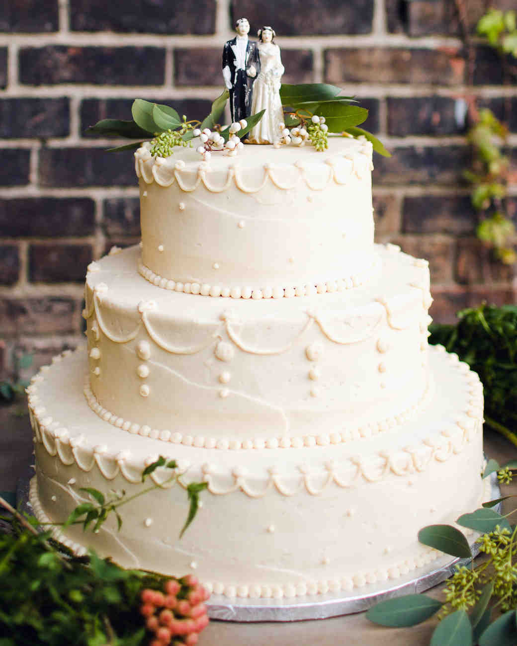 Images Wedding Cakes  29 Wedding Cakes with Vintage Vibes