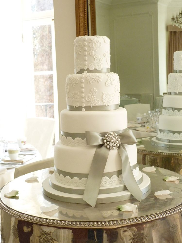 Images Wedding Cakes  Wedding cake with silver ribbon