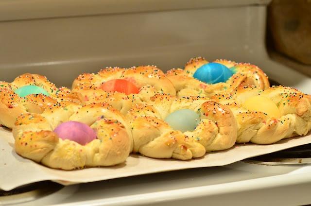 Italian Easter Bread With Hard Boiled Eggs  italian easter bread with hard boiled eggs in center so
