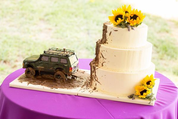 Jeep Wedding Cakes  Gateau Warrenton VA Wedding Cake
