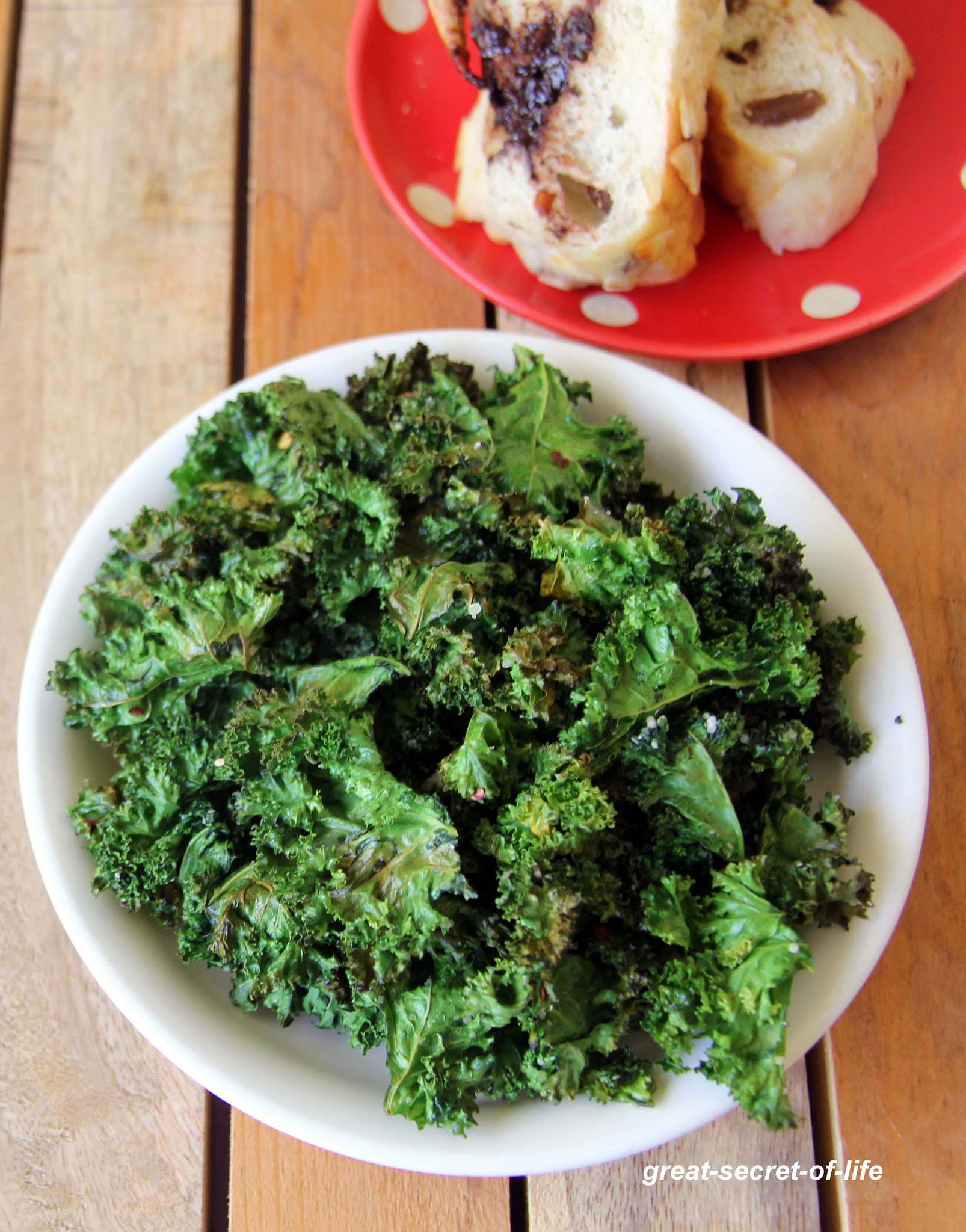 Kale Recipes Easy Healthy  Kale Crisps Simple snack recipe Kale recipes Healthy
