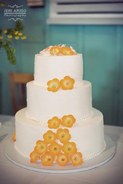 Kings Hawaiian Wedding Cakes  Good Wedding Reception Playlist